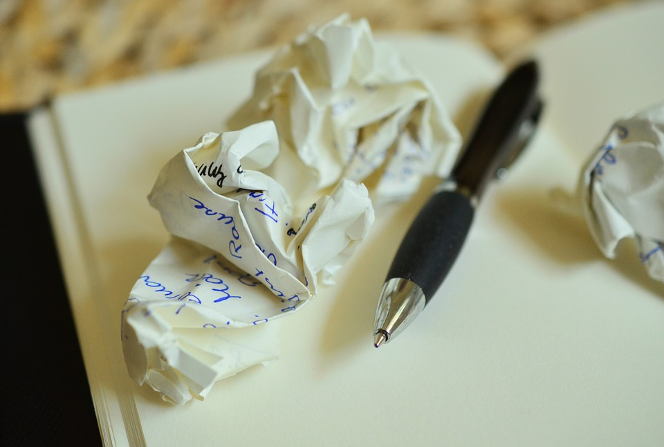 page_blanche_papier_stylo_recommencer